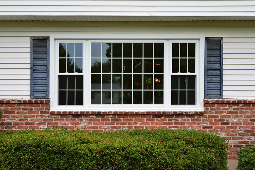 015-okna-3-lite-double-hung-windows-with-picture-colonial-grids-exterior-view